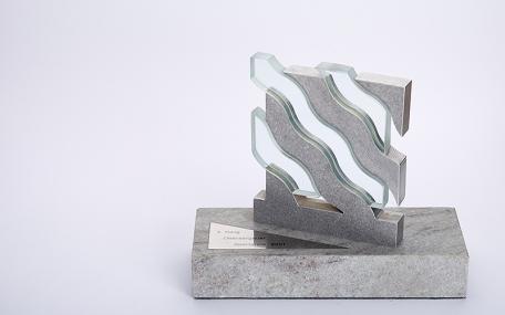 Stein, Glas und Aluminium